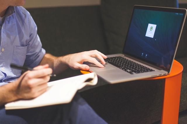 3 Alasan Menyesuaikan Surat Lamaran Kerja Anda